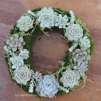 Holiday-wreath_0010